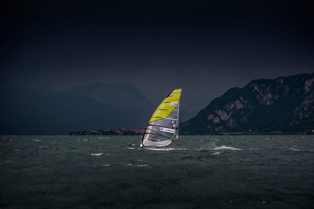asoggetti-windsurfer-slalom-race.jpg